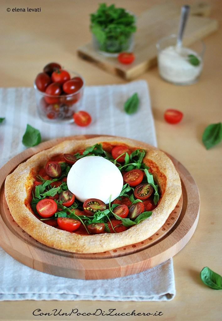 pizza-alla-burrata, rucola e pomodorini